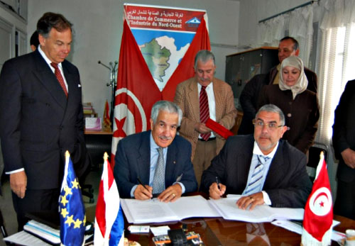 Signature_Convention_de_Coopération_CTNCI_CCINO_Béja-16_04_2012